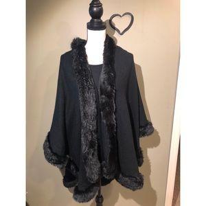 SALE 🎉 Black - Faux Fur Poncho